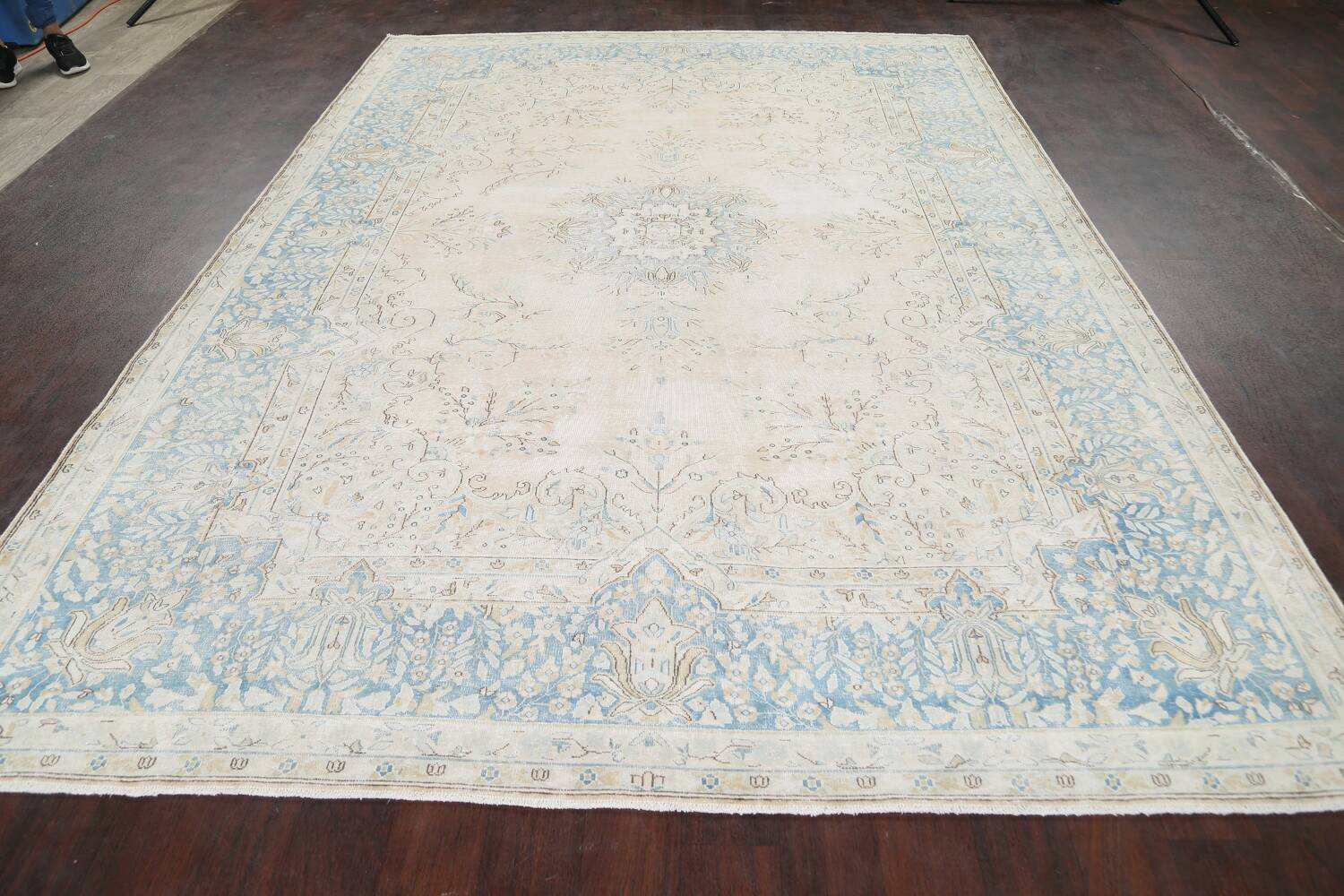 Muted Floral Kerman Persian Area Rug 7x10 image 15