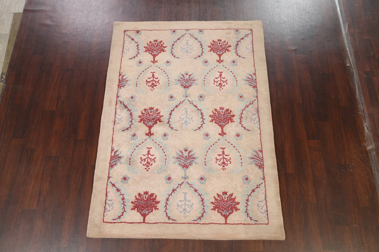 Pale Coral Hand-Tufted Floral Area Rug 6x8 image 2