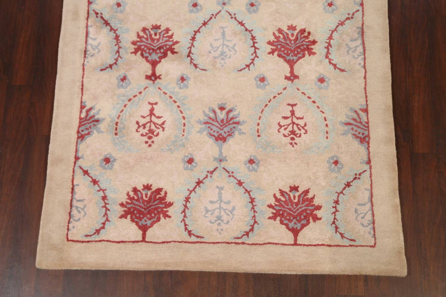 Pale Coral Hand-Tufted Floral Area Rug 6x8 image 5