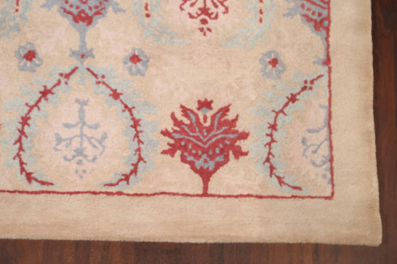 Pale Coral Hand-Tufted Floral Area Rug 6x8 image 6