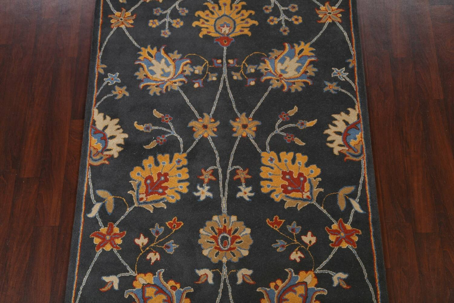 Hand-Tufted Floral Area Rug 5x8 image 3
