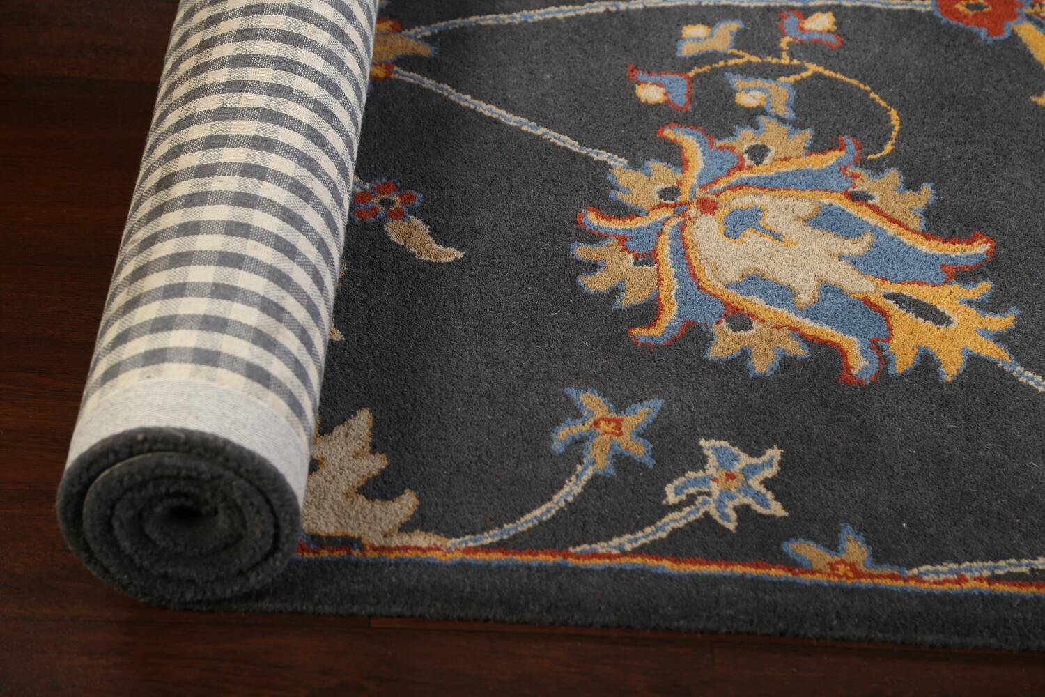 Hand-Tufted Floral Area Rug 5x8 image 11