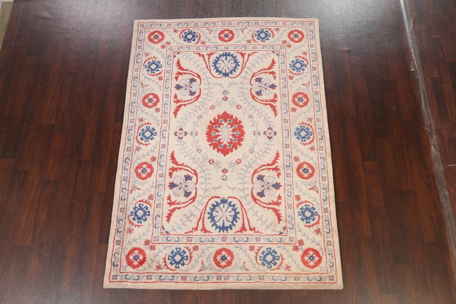 Hand-Tufted Floral Area Rug 6x8 image 2