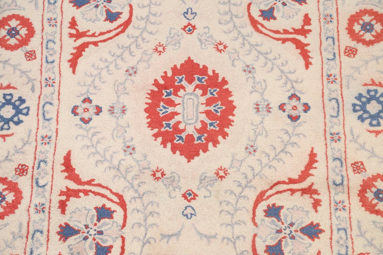 Hand-Tufted Floral Area Rug 6x8 image 4