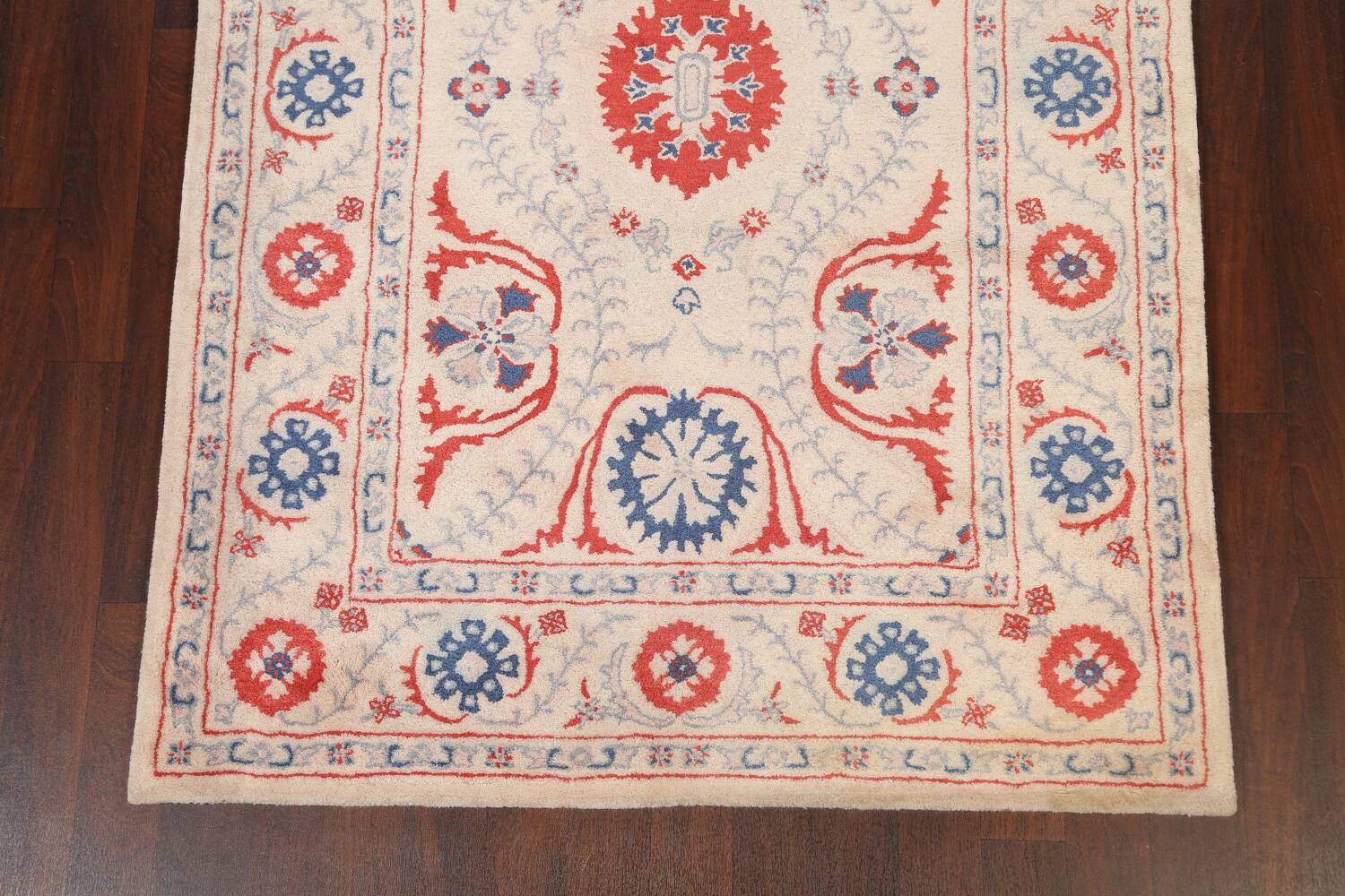Hand-Tufted Floral Area Rug 6x8 image 5