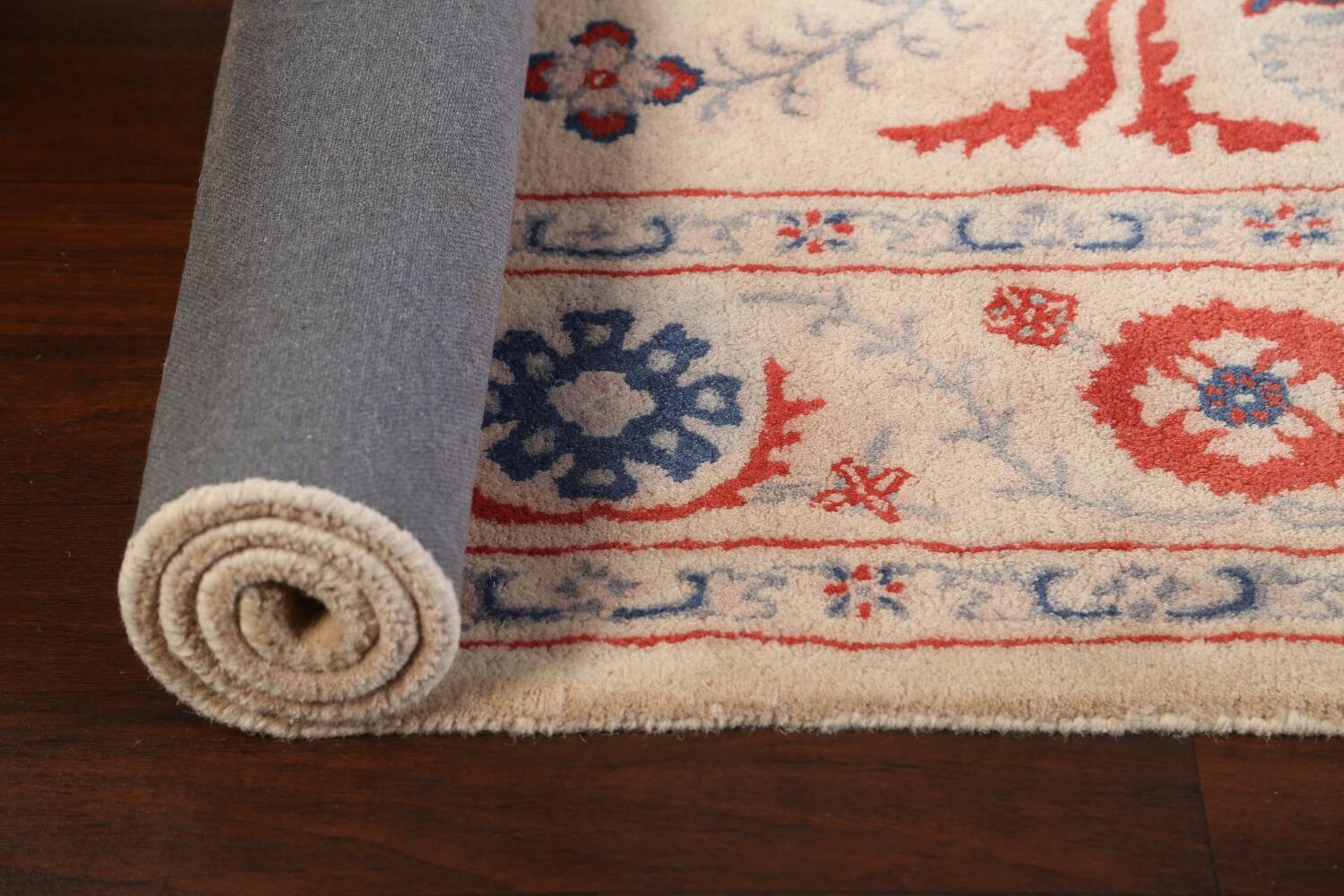 Hand-Tufted Floral Area Rug 6x8 image 11