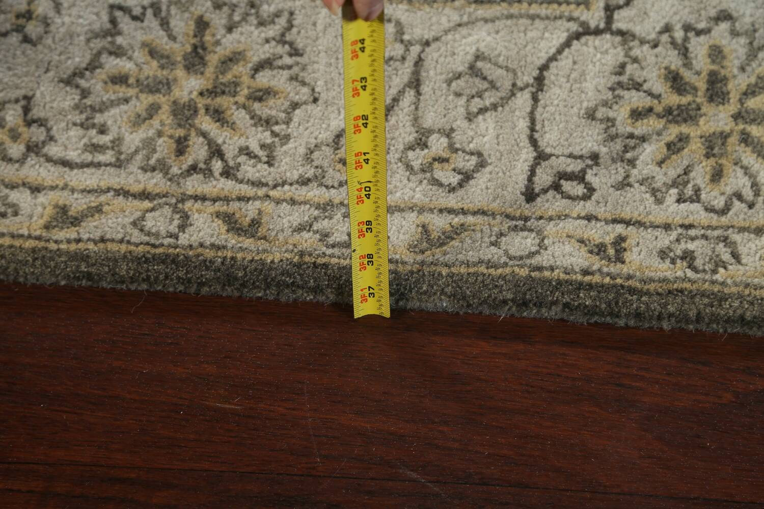 Hand-Tufted Floral Area Rug 5x8 image 15