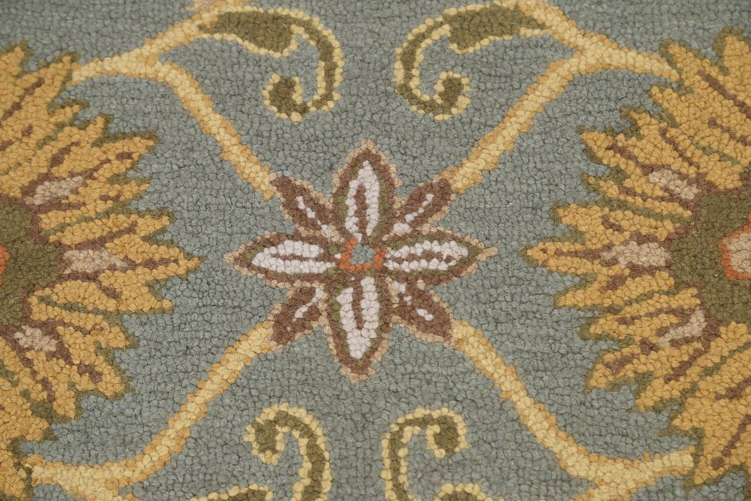 Hand-Tufted Floral Agra Area Rug 5x8 image 8