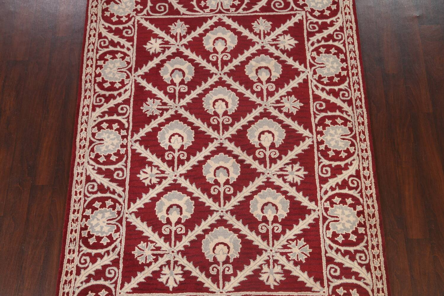 Hand-Tufted Floral Area Rug 6x8 image 3