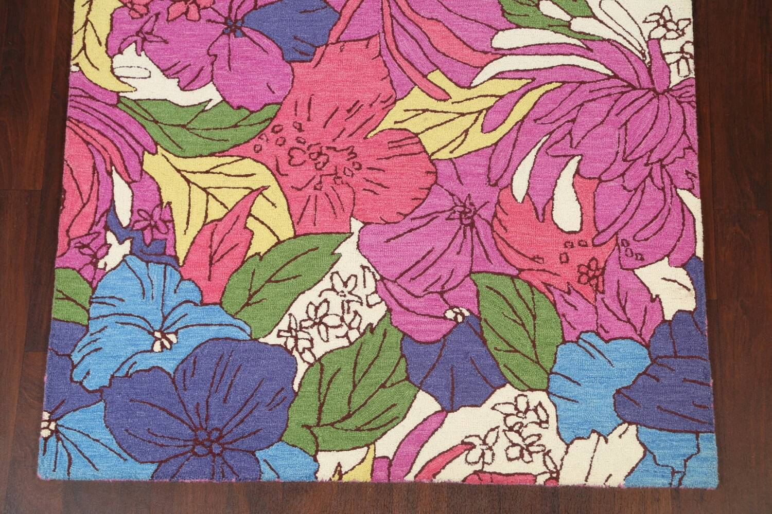 Hand-Tufted Floral Area Rug 5x8 image 5