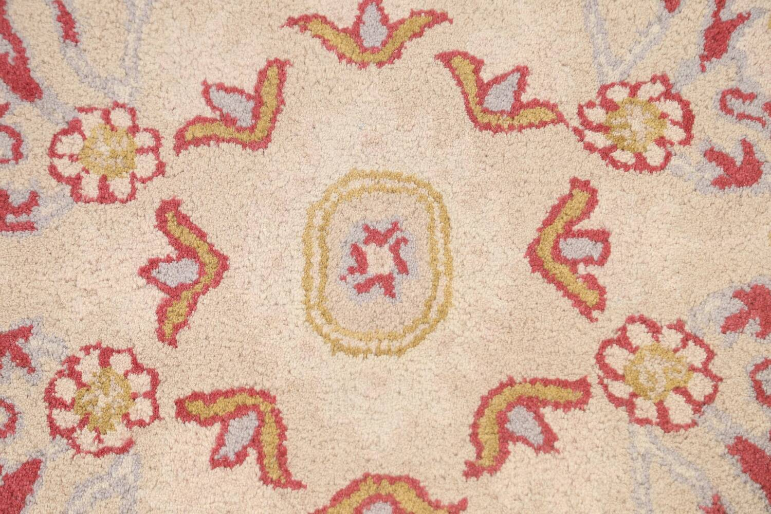 Hand-Tufted Floral Area Rug 5x8 image 8