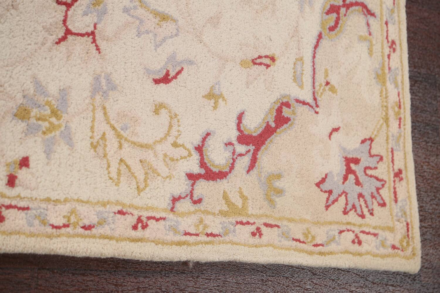 Hand-Tufted Floral Area Rug 5x8 image 10